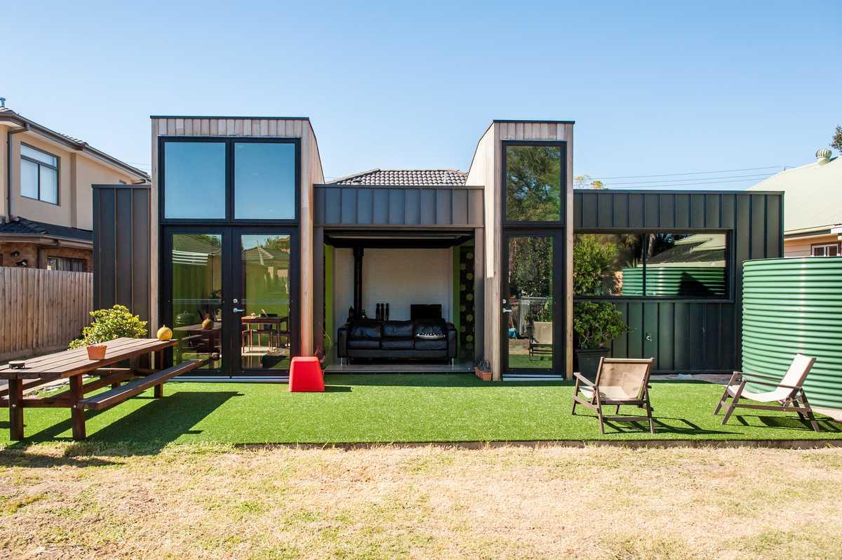 Maison moderne avec meuble de jardin