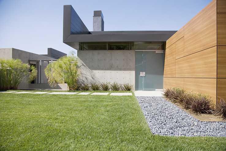Maison moderne en bois et béton aménagement du jardin