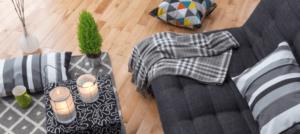 Canapé avec plaid gris pour se rechauffer l hiver