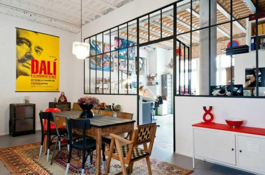 cloison verrière en métal pour donner un côté atelier à votre intérieur