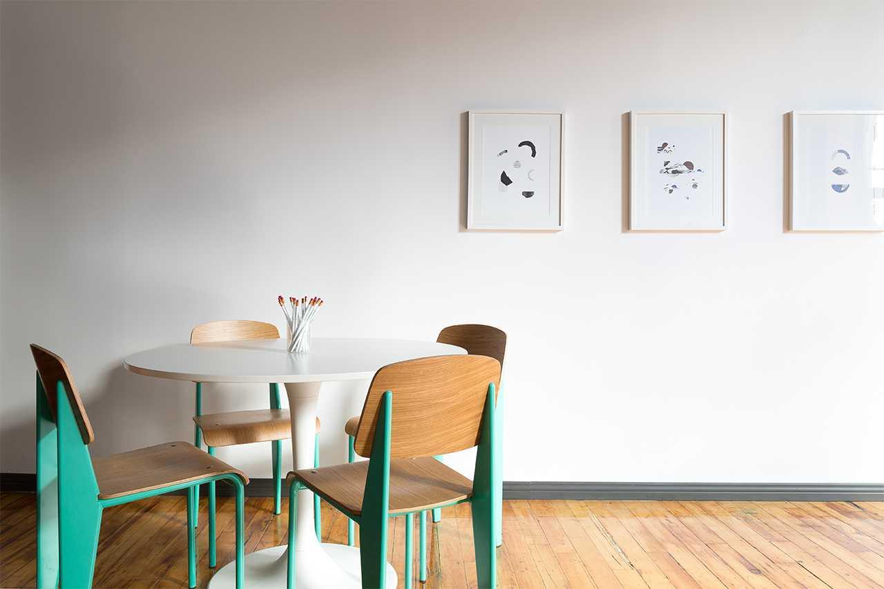 Mobilier inspiration scandinave chaises et petite table cuisine